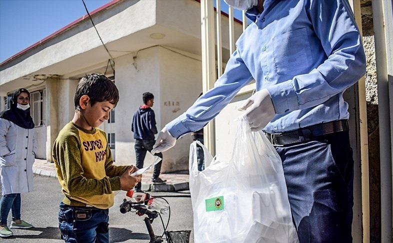توزیع اقلام بهداشتی ارتش در محلات تبریز
