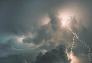 احتمال رگبار و رعد و برق شدید در آسمان آذربایجان شرقی
